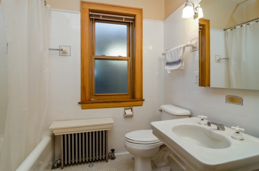 Real Estate Photography - 4506 N. Richmond Street, Chicago, IL, 60625 - 2nd Bathroom