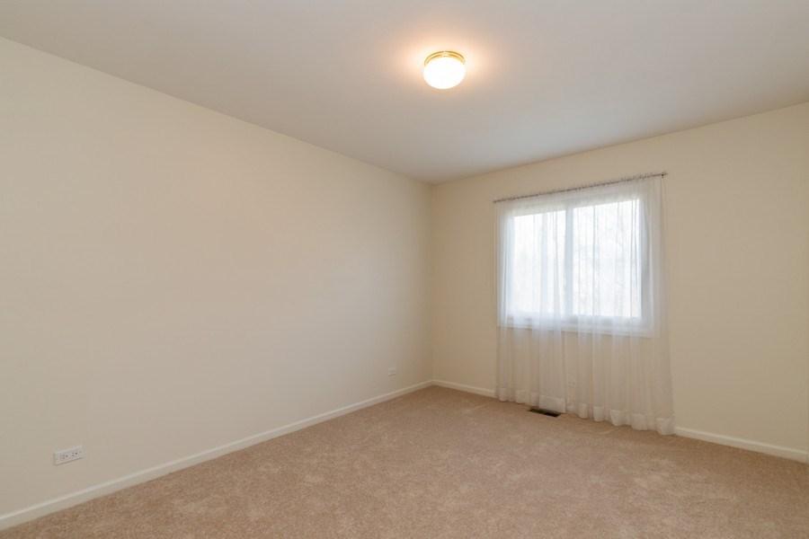 Real Estate Photography - 4980 Oak Ln, Gurnee, IL, 60031 - 2nd Bedroom