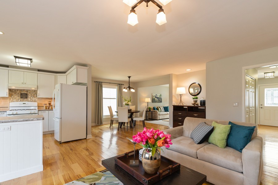 Real Estate Photography - 4980 Oak Ln, Gurnee, IL, 60031 - Family Room