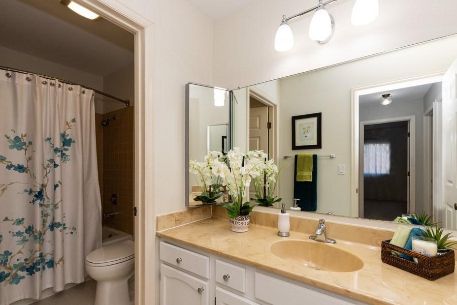 Real Estate Photography - 4980 Oak Ln, Gurnee, IL, 60031 - 2nd Bathroom
