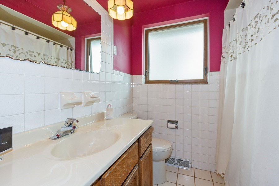 Real Estate Photography - 11116 S. Spaulding Avenue, Chicago, IL, 60655 - Bathroom