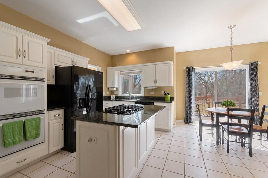Real Estate Photography - 624 Bailey Dr, Batavia, IL, 60510 - Kitchen