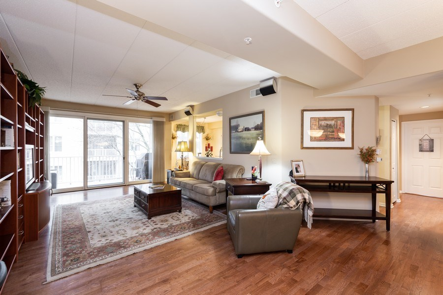 Real Estate Photography - 1731 Pavilion Way, Unit 301, Park Ridge, IL, 60068 - Living Room