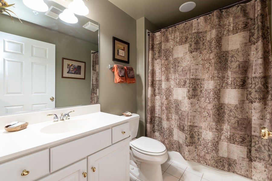 Real Estate Photography - 1731 Pavilion Way, Unit 301, Park Ridge, IL, 60068 - Bathroom
