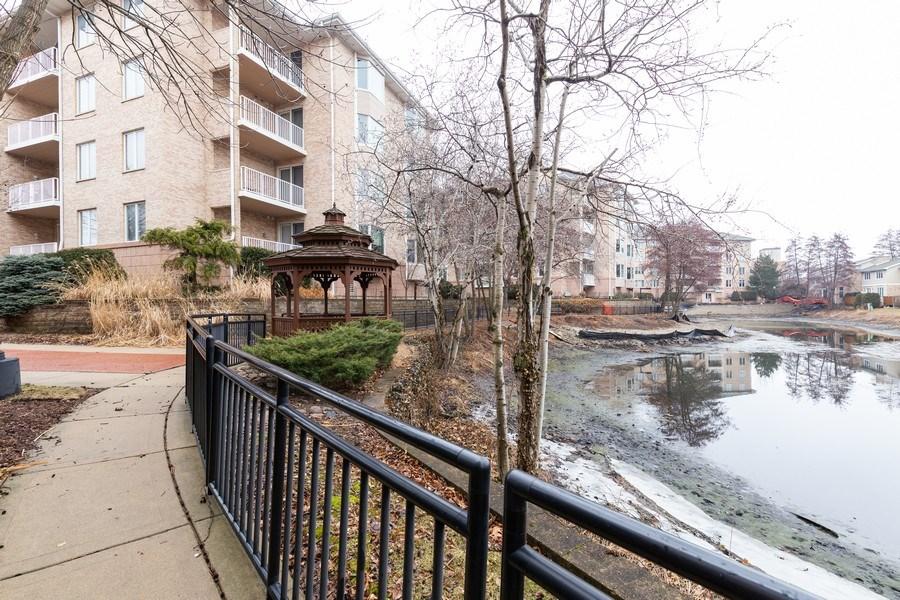 Real Estate Photography - 1731 Pavilion Way, Unit 301, Park Ridge, IL, 60068 - Lake View