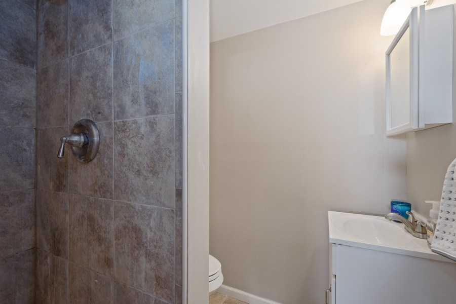 Real Estate Photography - 1540 Manhatas Trail, Algonquin, IL, 60102 - 2nd Bathroom