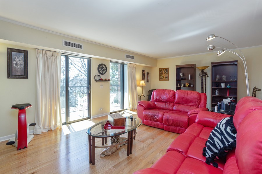 Real Estate Photography - 1405 E. Central Road, Unit 421C, Arlington Heights, IL, 60005 - Living Room