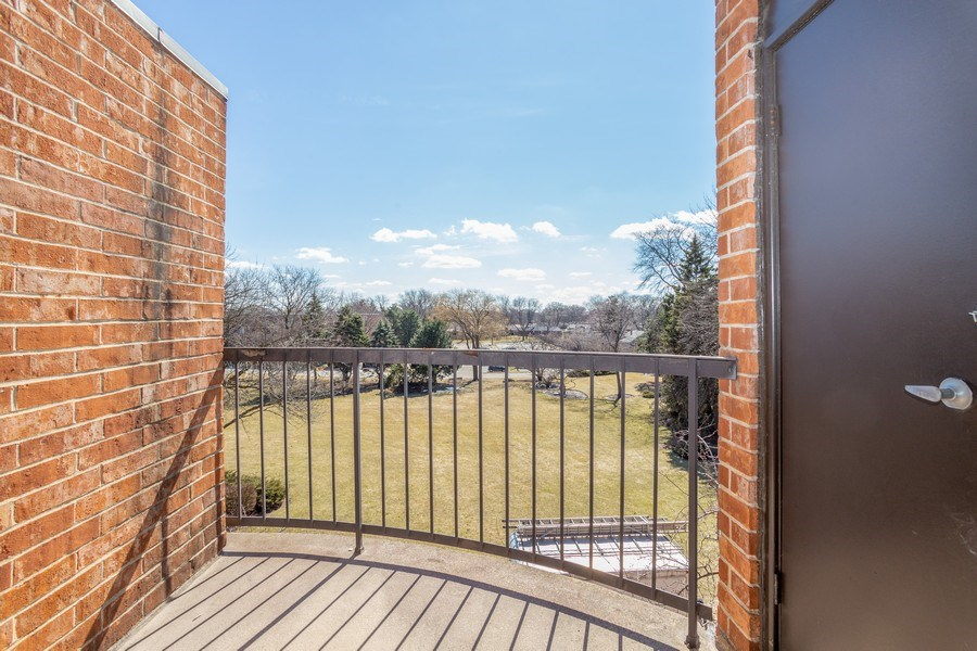 Real Estate Photography - 1405 E. Central Road, Unit 421C, Arlington Heights, IL, 60005 - Balcony