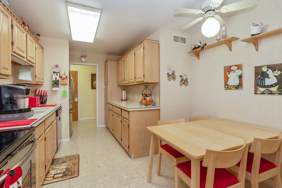 Real Estate Photography - 1405 E. Central Road, Unit 421C, Arlington Heights, IL, 60005 - Kitchen