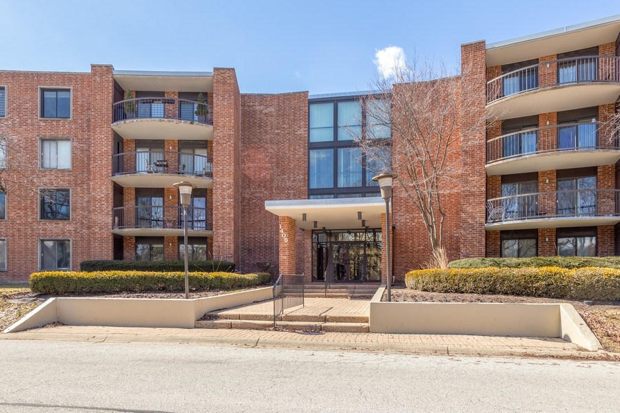 Real Estate Photography - 1405 E. Central Road, Unit 421C, Arlington Heights, IL, 60005 - Front View