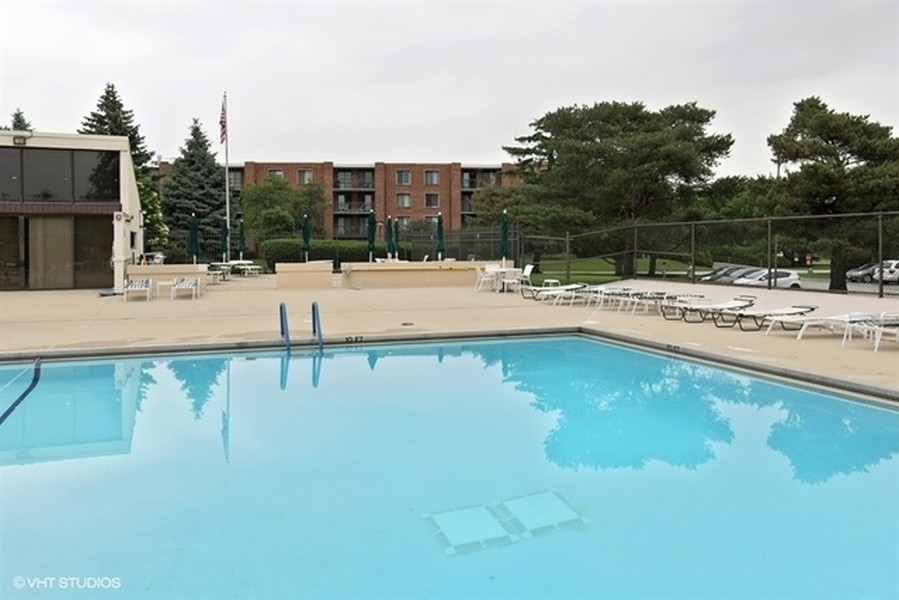 Real Estate Photography - 1405 E. Central Road, Unit 421C, Arlington Heights, IL, 60005 -