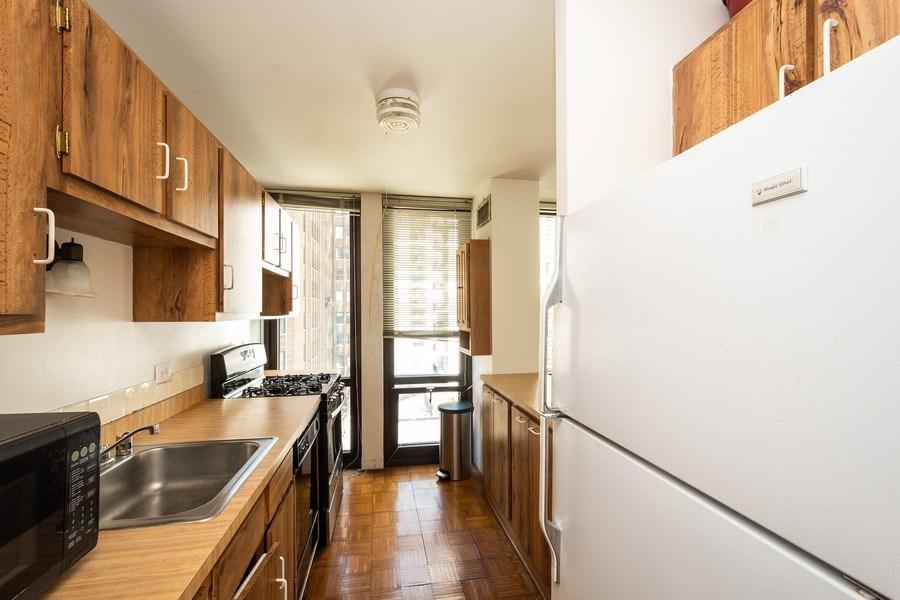 Real Estate Photography - 1 E. SCOTT Street, Unit 810, Chicago, IL, 60610 - Kitchen
