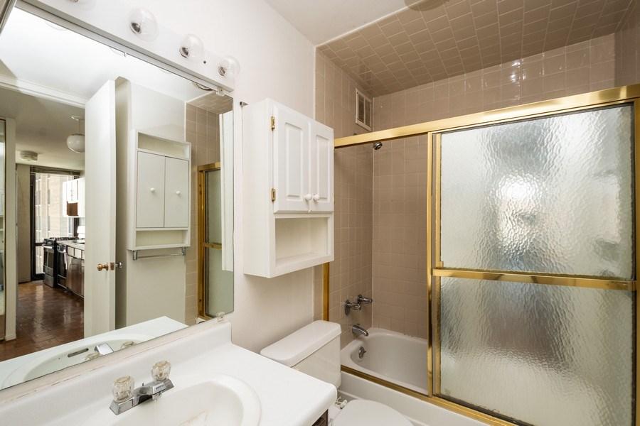 Real Estate Photography - 1 E. SCOTT Street, Unit 810, Chicago, IL, 60610 - Bathroom