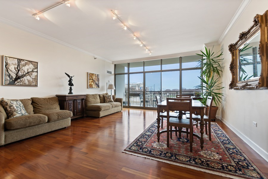 Real Estate Photography - 1335 S. Prairie Avenue, Unit 504, Chicago, IL, 60605 - Living Room