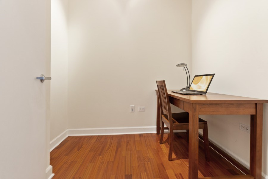 Real Estate Photography - 1335 S. Prairie Avenue, Unit 504, Chicago, IL, 60605 - Office