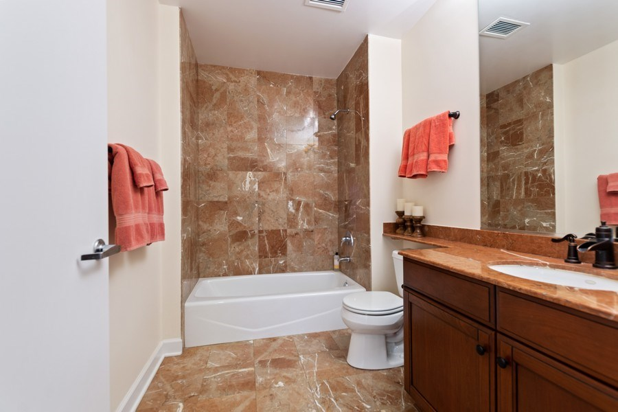 Real Estate Photography - 1335 S. Prairie Avenue, Unit 504, Chicago, IL, 60605 - Bathroom