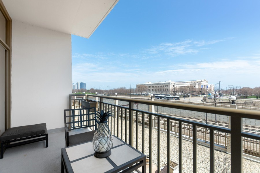 Real Estate Photography - 1335 S. Prairie Avenue, Unit 504, Chicago, IL, 60605 - Balcony