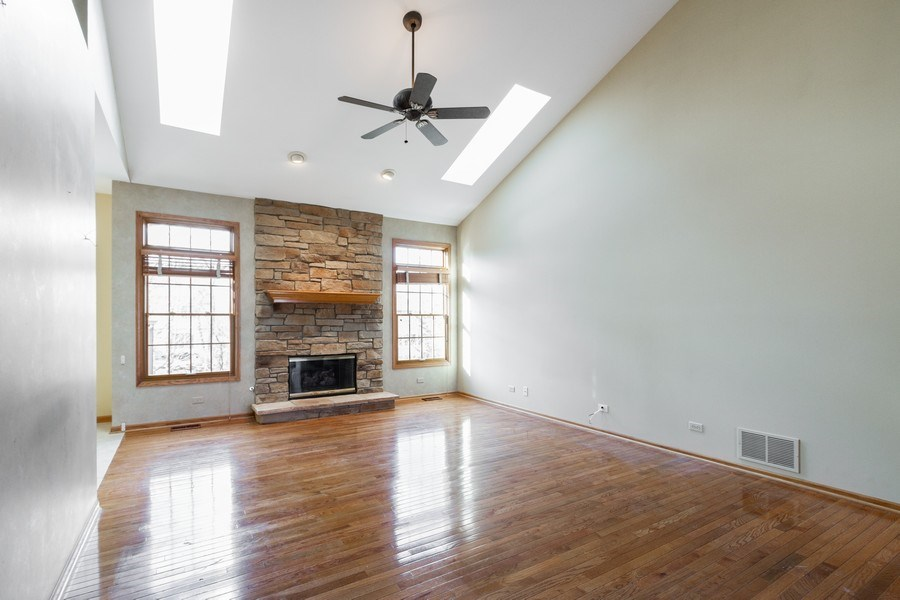 Real Estate Photography - 935 Woodland Dr, Antioch, IL, 60002 - Living Room