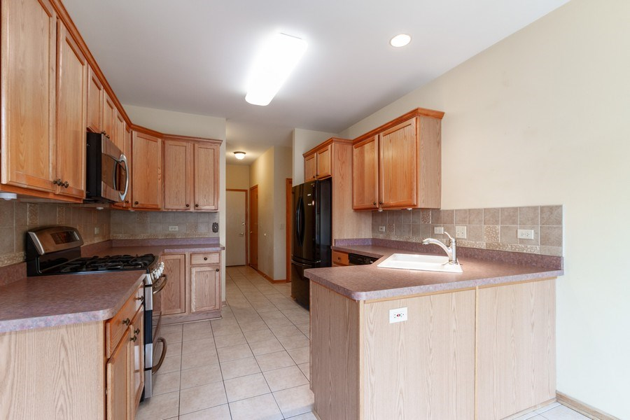 Real Estate Photography - 935 Woodland Dr, Antioch, IL, 60002 - Kitchen