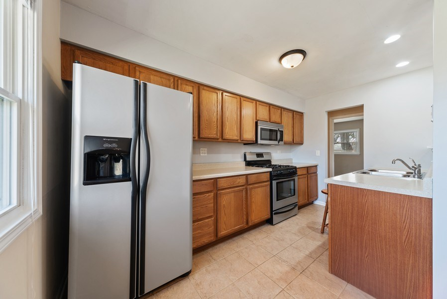 Real Estate Photography - 349 Mary Ln, Crystal Lake, IL, 60014 - Kitchen