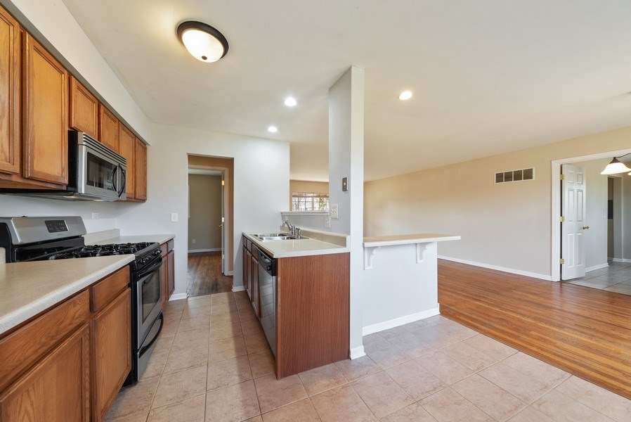 Real Estate Photography - 349 Mary Ln, Crystal Lake, IL, 60014 - Kitchen / Dining Room