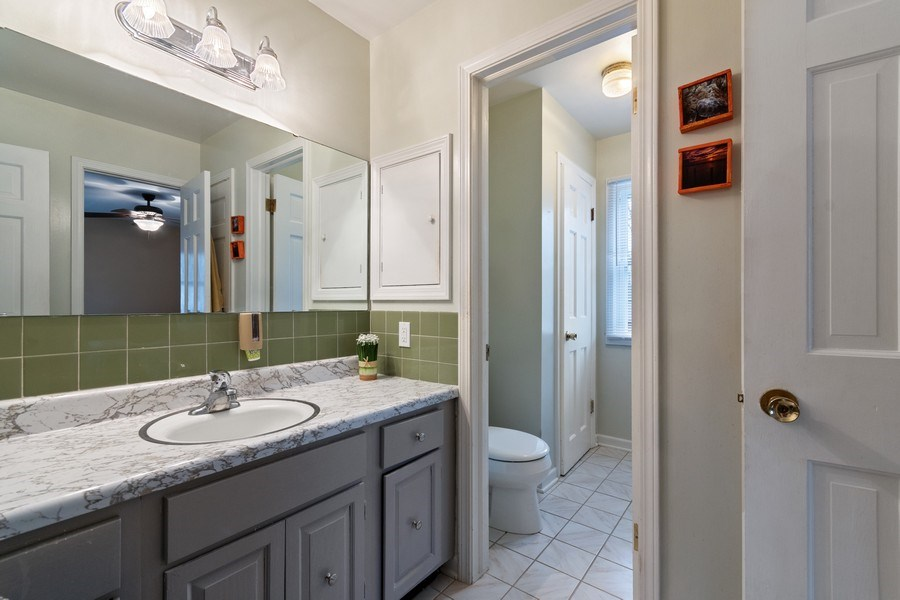 Real Estate Photography - 815 Ohio Avenue, St. Charles, IL, 60174 - 2nd Bathroom