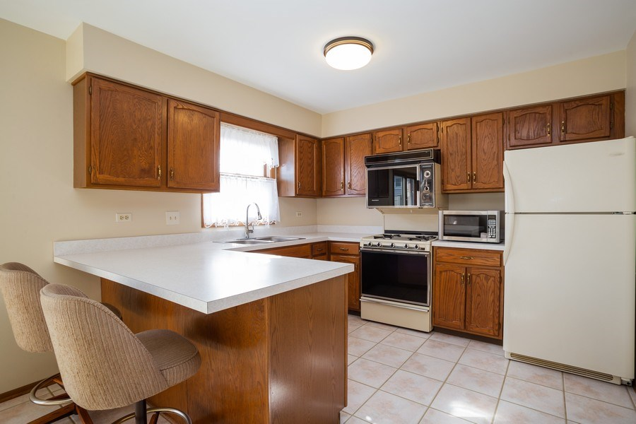 Real Estate Photography - 31 N. Lombard Road, Addison, IL, 60101 - Kitchen