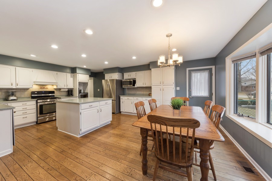 Real Estate Photography - 1911 E. Peachtree Lane, Arlington Heights, IL, 60004 - Kitchen / Breakfast Room