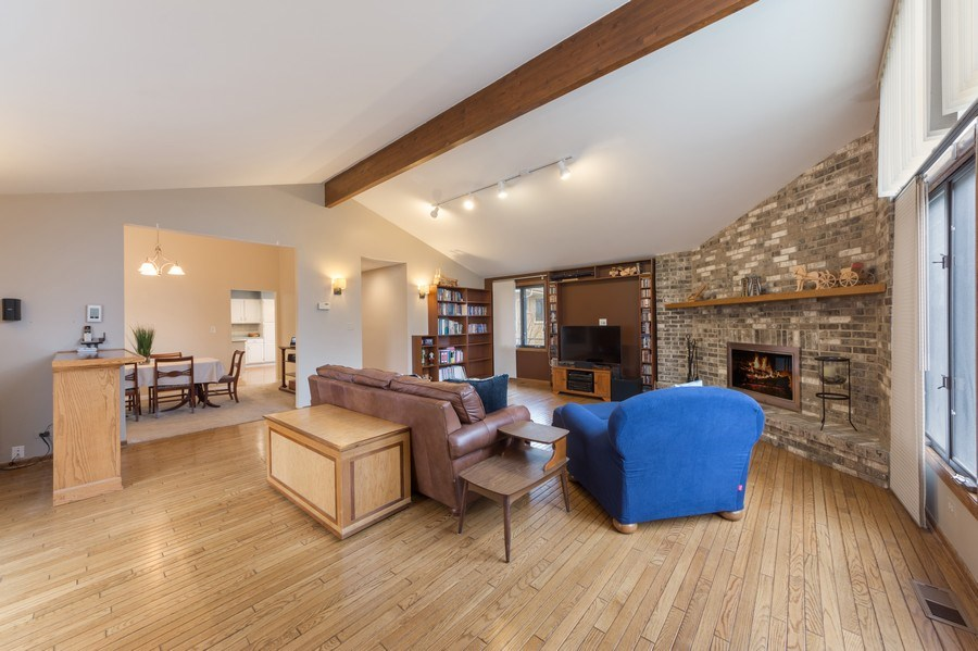 Real Estate Photography - 1911 E. Peachtree Lane, Arlington Heights, IL, 60004 - Family Room