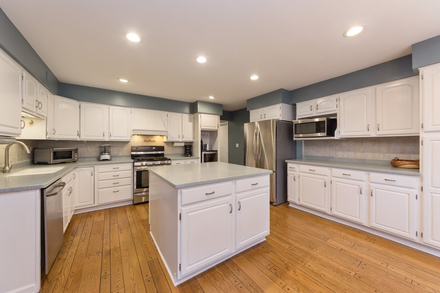 Real Estate Photography - 1911 E. Peachtree Lane, Arlington Heights, IL, 60004 - Kitchen