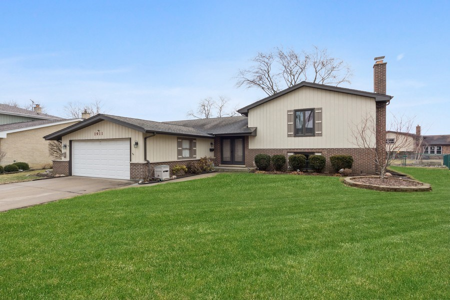 Real Estate Photography - 1911 E. Peachtree Lane, Arlington Heights, IL, 60004 - Front View
