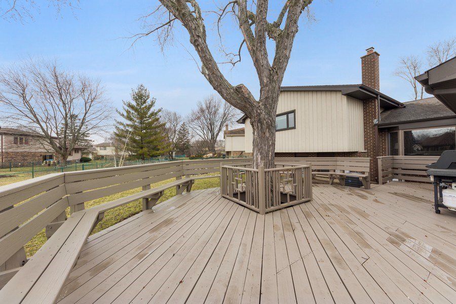 Real Estate Photography - 1911 E. Peachtree Lane, Arlington Heights, IL, 60004 - Deck