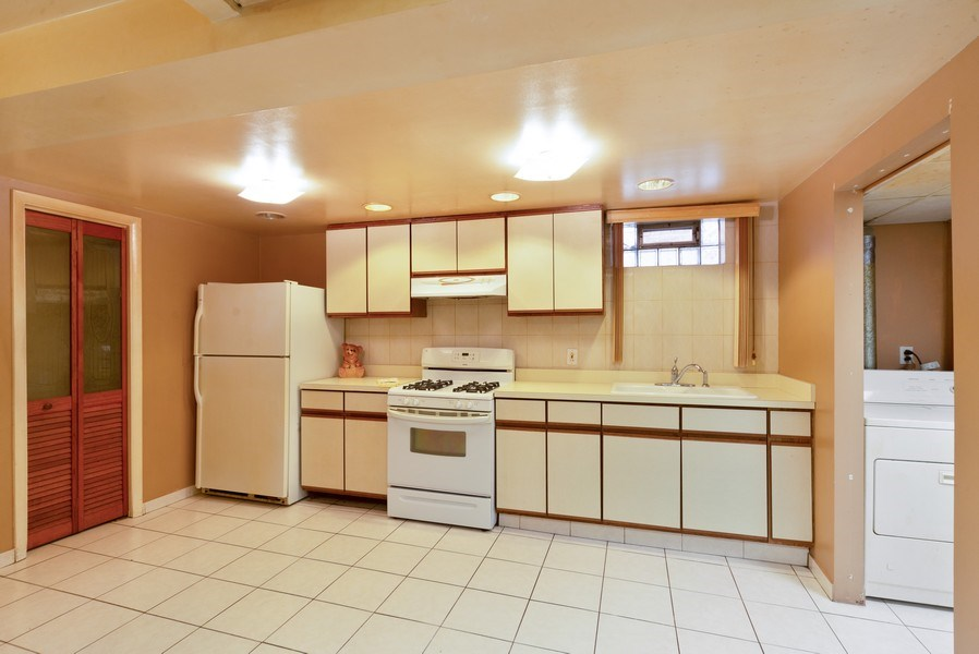 Real Estate Photography - 5037 HAROLD Avenue, Schiller Park, IL, 60176 - Kitchen