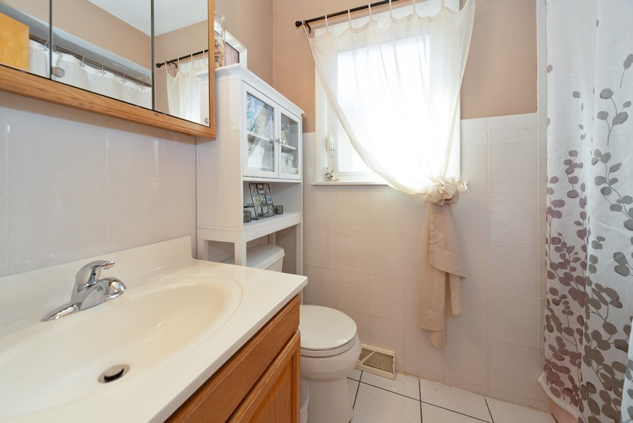 Real Estate Photography - 5037 HAROLD Avenue, Schiller Park, IL, 60176 - Bathroom
