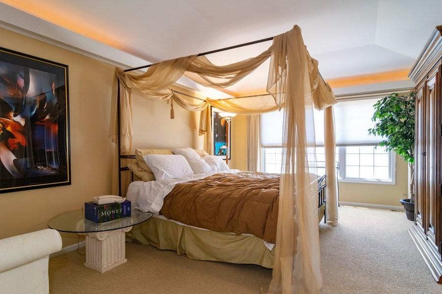 Real Estate Photography - 318 Torrington Drive, Bloomingdale, IL, 60108 - Master Bedroom