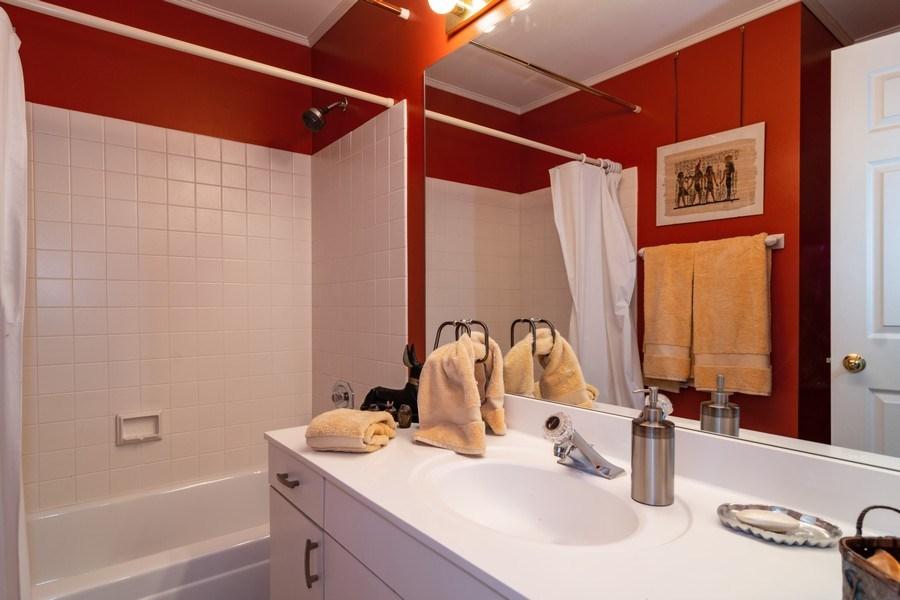 Real Estate Photography - 318 Torrington Drive, Bloomingdale, IL, 60108 - Bathroom
