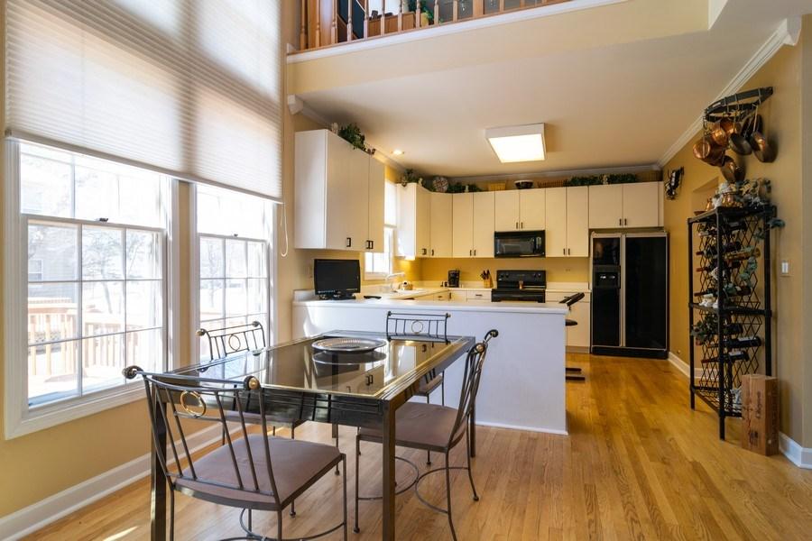 Real Estate Photography - 318 Torrington Drive, Bloomingdale, IL, 60108 - Breakfast Nook