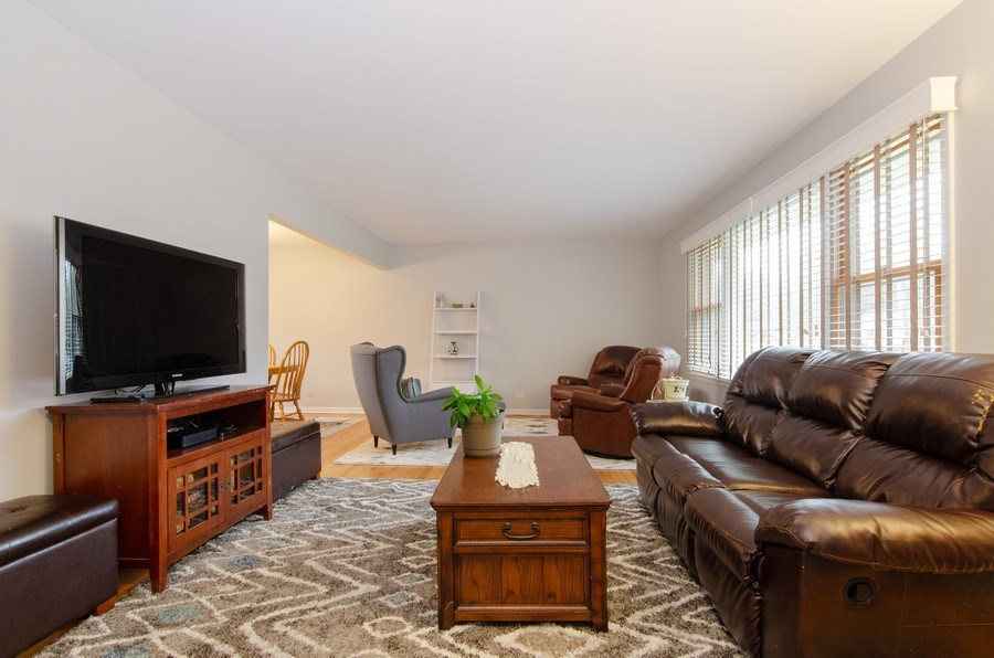 Real Estate Photography - 427 W. North Avenue, Bartlett, IL, 60103 - Living Room