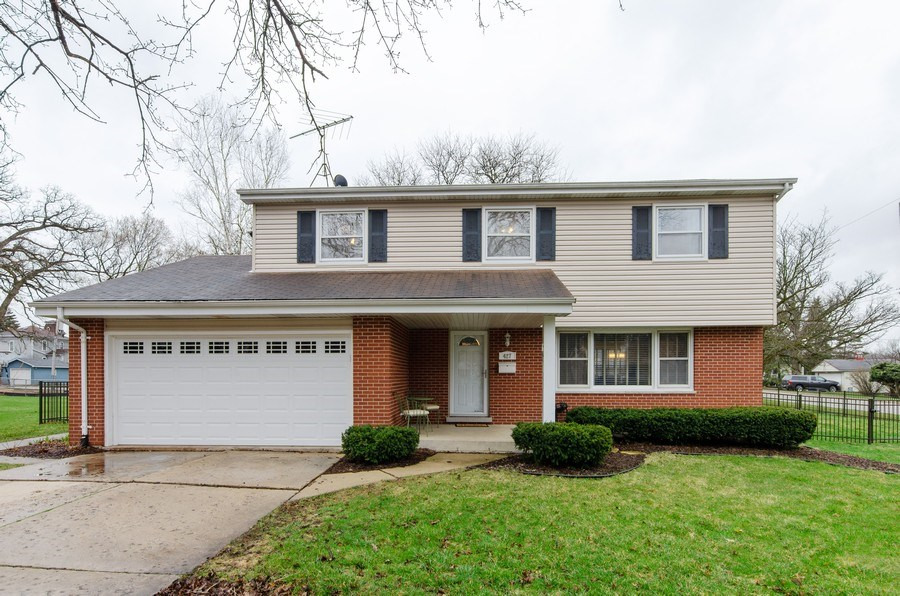 Real Estate Photography - 427 W. North Avenue, Bartlett, IL, 60103 - Front View