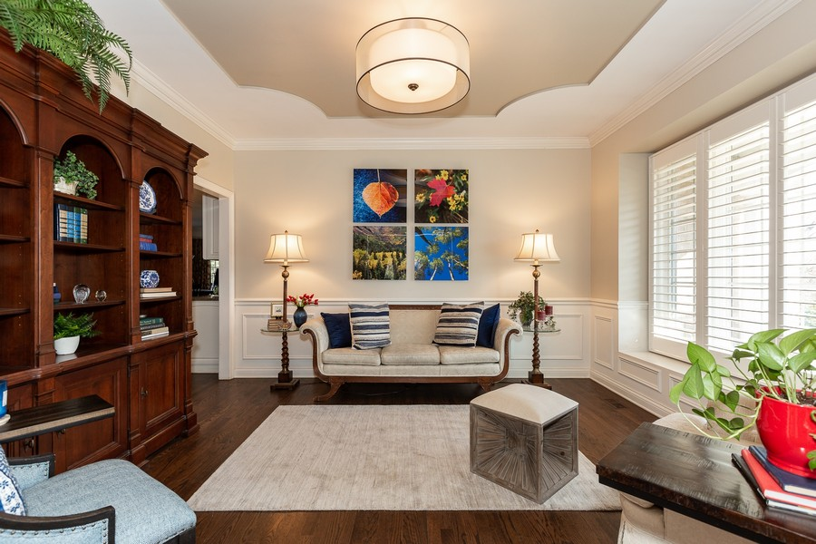 Real Estate Photography - 107 BRIDGEWATER Court, Naperville, IL, 60565 - LIVING ROOM