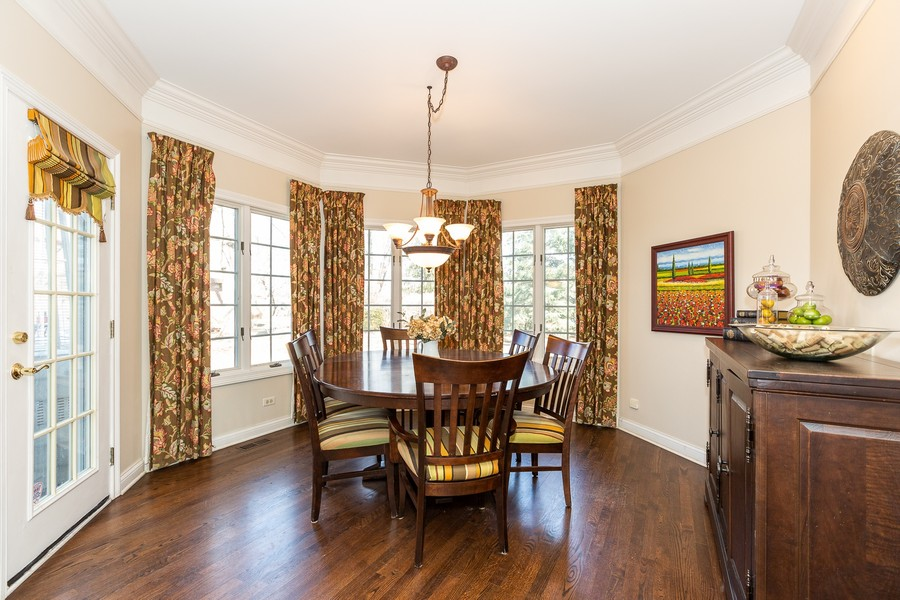Real Estate Photography - 107 BRIDGEWATER Court, Naperville, IL, 60565 - KITCHEN EATING AREA