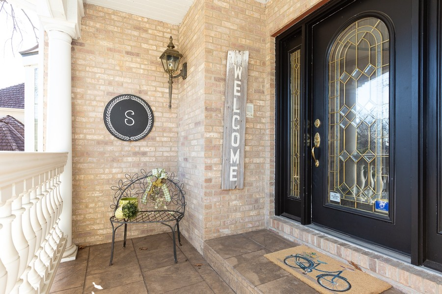 Real Estate Photography - 107 BRIDGEWATER Court, Naperville, IL, 60565 - EXTERIOR COVERED PORCH