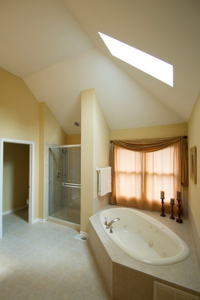 Real Estate Photography - 904 Tipperary Street, Gilberts, IL, 60136 - Master bath w/vaulted & skylight