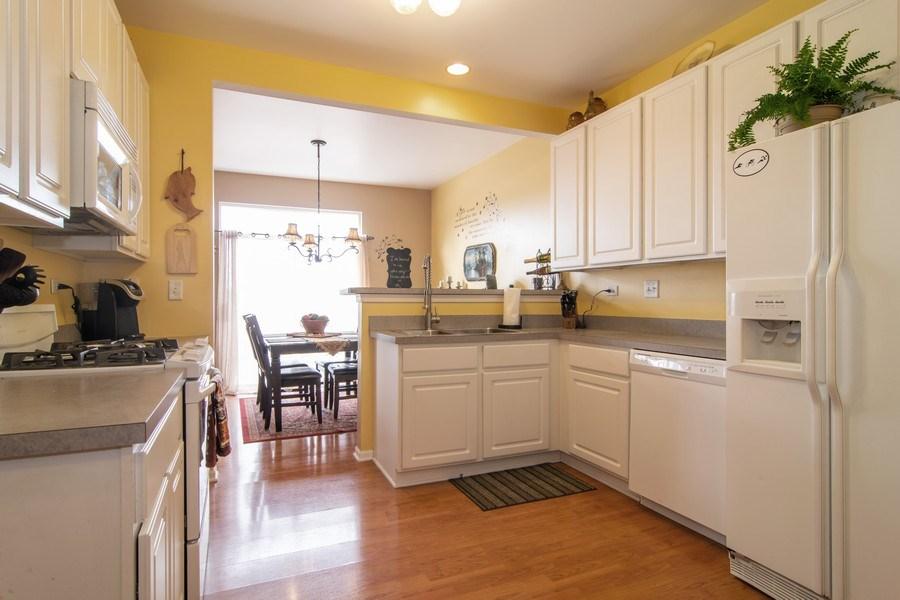Real Estate Photography - 1097 Horizon Drive, Bartlett, IL, 60103 - Kitchen