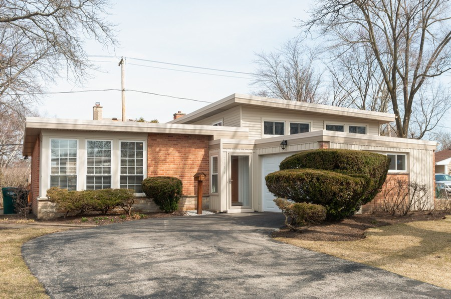 Real Estate Photography - 2916 Central Avenue, Wilmette, IL, 60091 - Front View