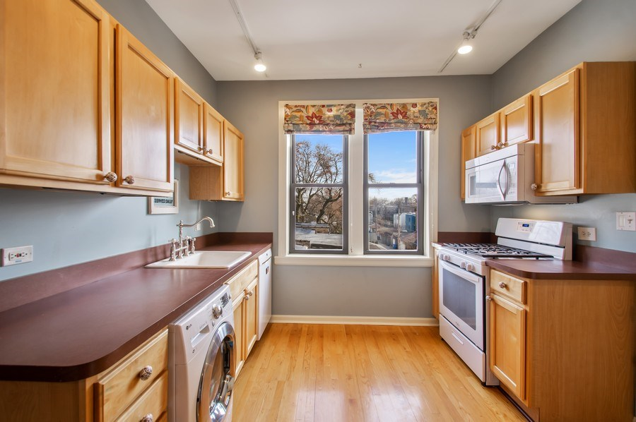 Real Estate Photography - 1307 W. Rosemont Avenue, Unit 3, Chicago, IL, 60660 - Kitchen