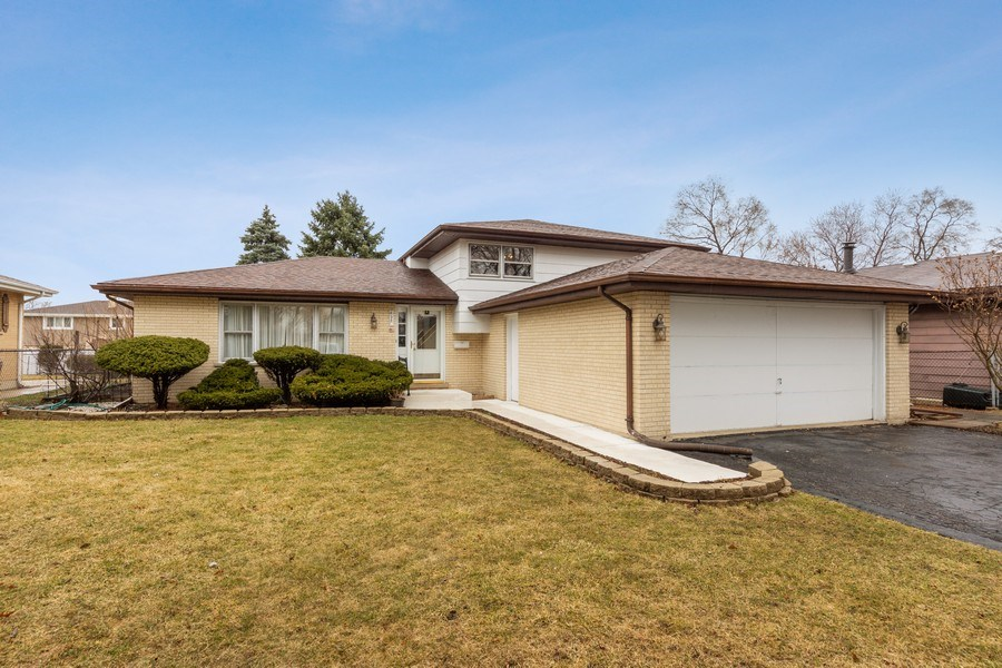 Real Estate Photography - 632 W. St Aubin Drive, Addison, IL, 60101 - Front View
