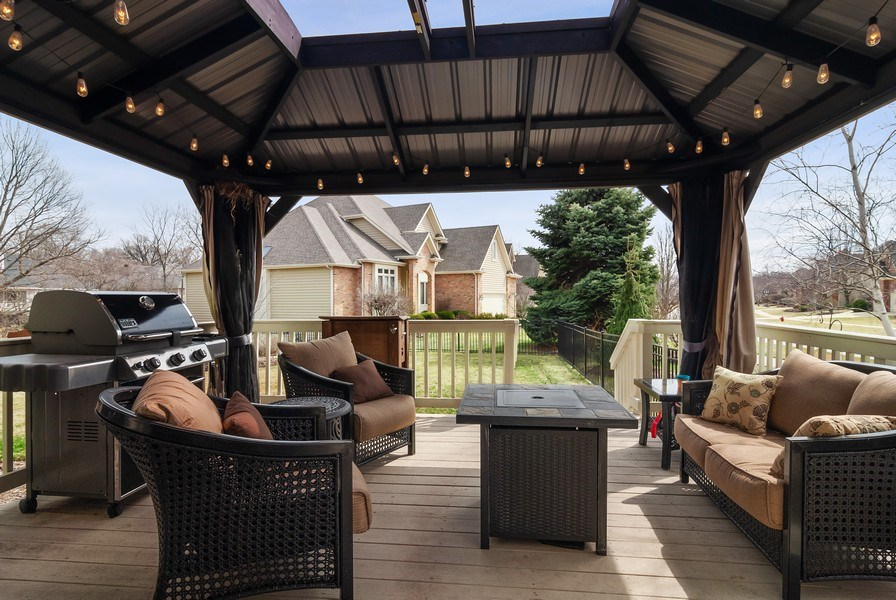 Real Estate Photography - 2019 RACHEL Lane, Aurora, IL, 60502 - Deck