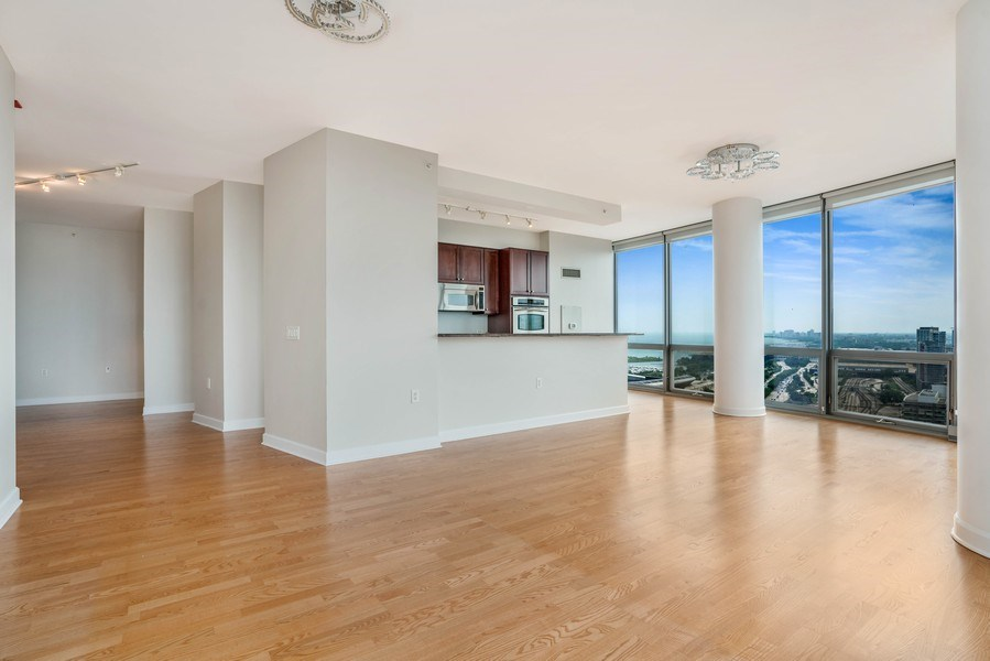 Real Estate Photography - 1235 S. Prairie Avenue, Unit 3105, Chicago, IL, 60605 - Living Room