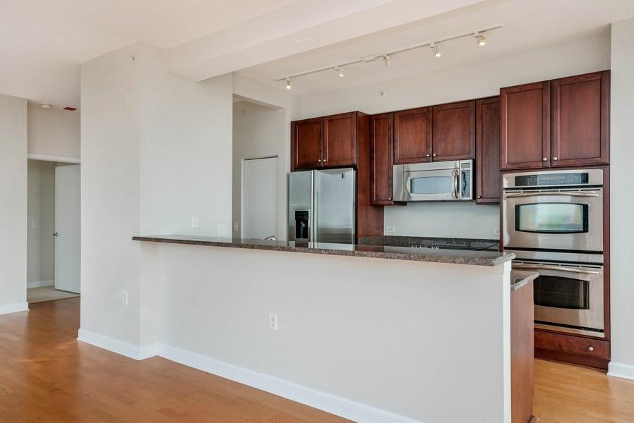 Real Estate Photography - 1235 S. Prairie Avenue, Unit 3105, Chicago, IL, 60605 - Kitchen